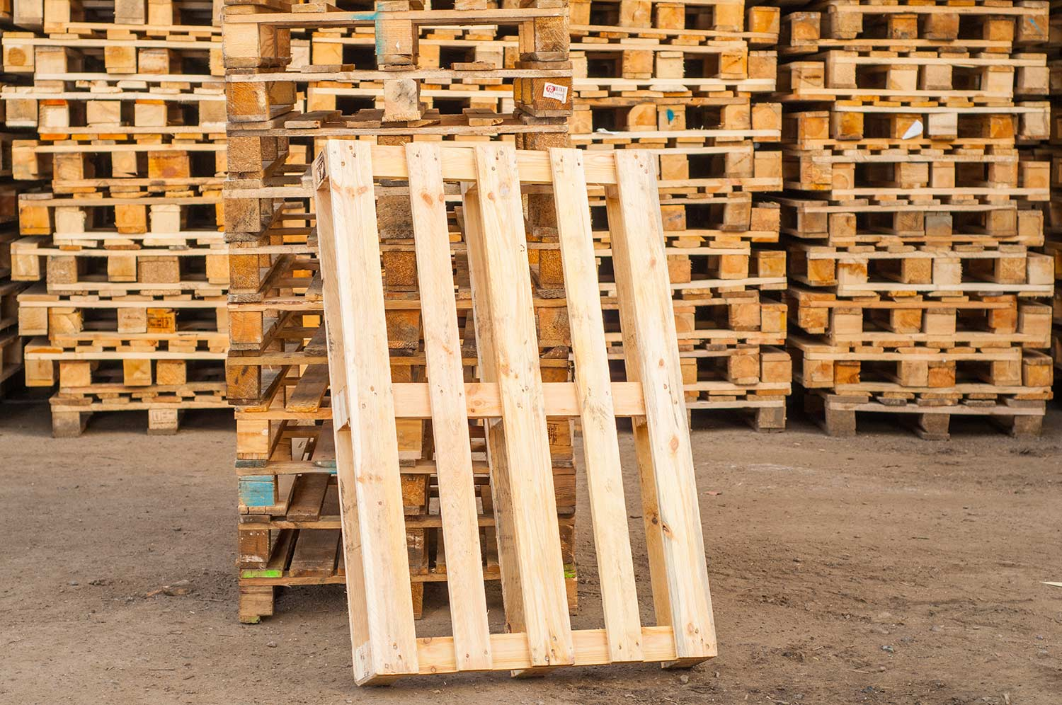 SeaRates Blog: How to Effectively Use Pallets When Loading Vehicles