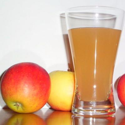 Apple juice (100 %)